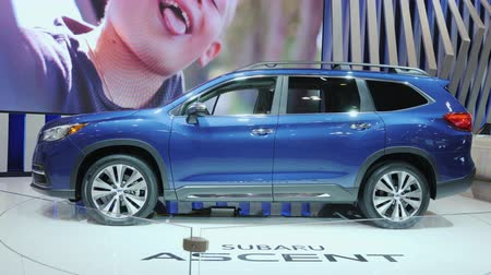 visitantes : Toronto, Canada - February 20, 2018: A new model of the Subaru Ascent on the stand. Exhibition of cars in Toronto