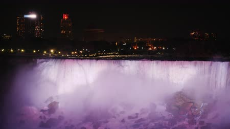 szobalány : Incredible Niagara Falls with evening illumination