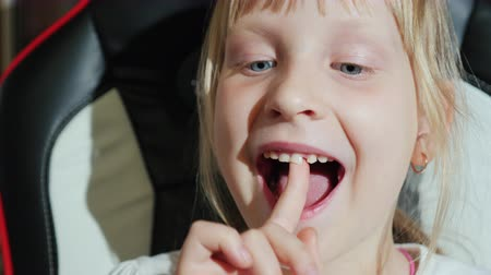 lacuna : Portrait of a girl, shaking her finger with her finger Stock Footage