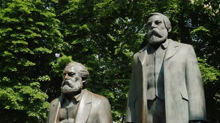sosyalizm : Berlin, Germany, May 2018: The monument to Karl Marx and Friedrich Engels in the center of Berlin. Steadicam shot