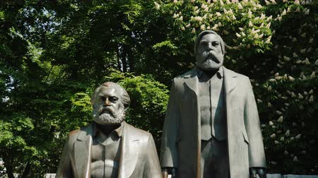 sosyalizm : Berlin, Germany, May 2018: The monument to Karl Marx and Friedrich Engels in the center of Berlin