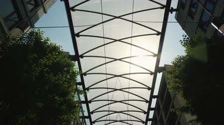 okładka : Glass canopy between buildings to protect from rain and sun. Comfort in modern construction Wideo