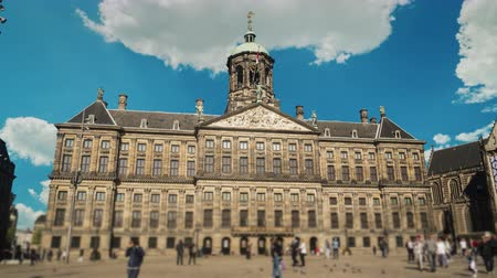 králové : Hyperlapse video: The Royal Palace in Amsterdam on Dam Square. Walking tourists and locals