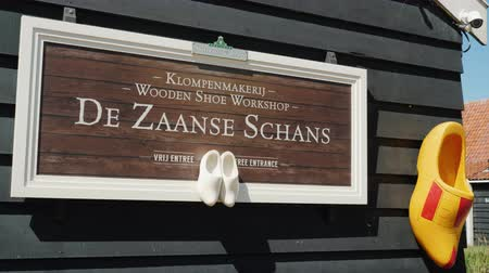 machado : Zaanse Schans, Netherlands, May 2018: The exhibition of handmade shoe manufactory in Zaans Hans. Footwear made of wood - cloppen, a popular souvenir from Holland
