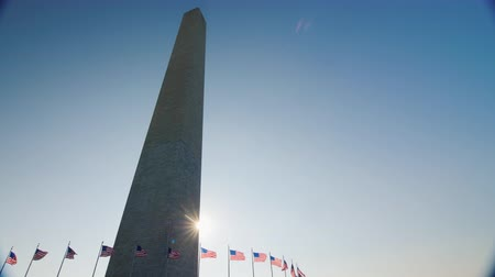 comemoração : Sunlight shines because of the Washington Monument, DC.