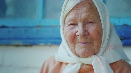moudrý : Portrait of an elderly woman. Looks at the camera