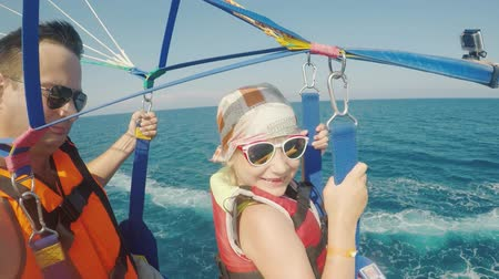 bezmotorové létání : Dad and daughter are flying on parasailing. A father takes a selfie with a girl, an active vacation with a child