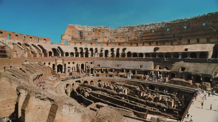 gladiador : Rome, Italy - June, 2017: Incredible Roman coliseum, view from the inside Vídeos