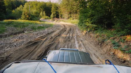 крайняя местности : SUV rides on an extremely bad dirt road, a top view. Stabilized on 3 axes shot