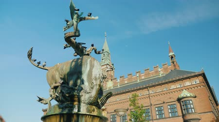 frightful : Fountain Bull rent the Dragon in the center of Copenhagen near the town hall