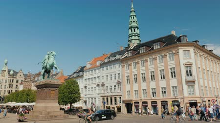 lő : Copenhagen, Denmark, July 2018: Monument to Bishop Absalon - the founder of Copenhagen on Hobro Square Stock mozgókép