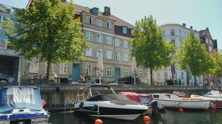 danimarka : Copenhagen, Denmark, July 2018: View from the sightseeing boat that sails through the canals of Copenhagen Stok Video