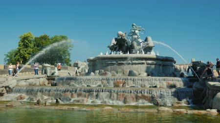 copenhagen : Copenhagen, Denmark, July 2018: Gefion Fountain - a fountain near the harbor in Copenhagen, Denmark Stock Footage