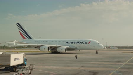 찰스 : Paris, France, Charles de Gaulle Airport, September 2018: AirFrance company liner preparing to take off