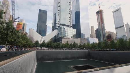 luto : New York, USA, September, 2018: Reflecting Pool at New Yorks 9-11 Memorial