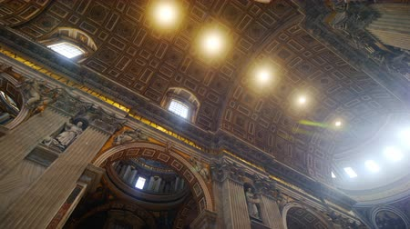 vatikan : Rome, Italy - June, 2017: Incredible dome of St. Peters Basilica in the Vatican.
