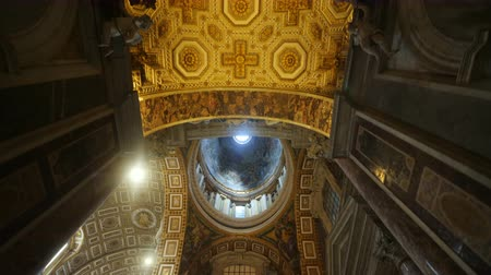 vatikan : Rome, Italy, Vatican - June, 2017: Steadicam shot: Incredible ceiling of St. Peters Basilica. Frescoes and a huge dome Stok Video