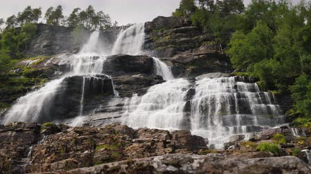scandinavisch : Scenic waterfalls in Norway. Waterfall of Twindefossen.