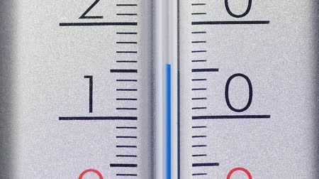grãos : The temperature decreases on the scale of the thermometer, the global cooling concept