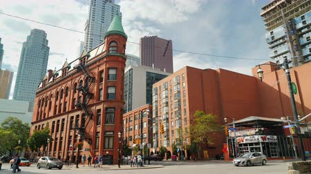 canadien : Toronto, Canada, October 2017: Famous Flatiron Building in the eastern part of Toronto, the financial center of the city