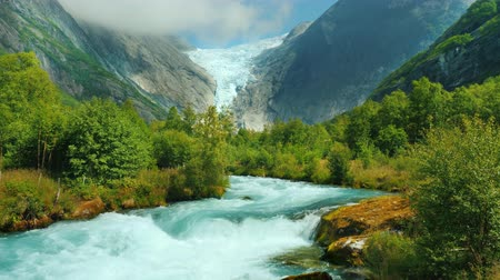 川岸 : Mountain river and Brixdal glacier in the background. The Incredible Landscapes of Norway