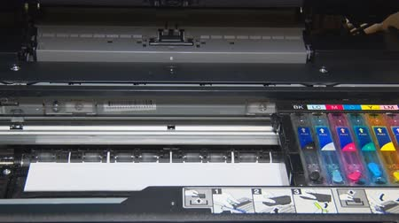papeteria : Inkjet printer prints documents on paper