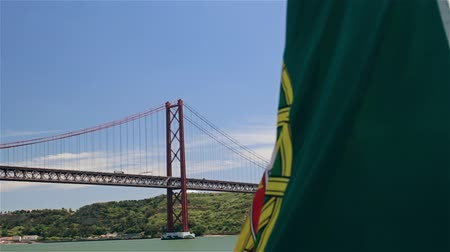 portugalsko : Portuguese flag on a ship on background of 25th April bridge and Jesus statue