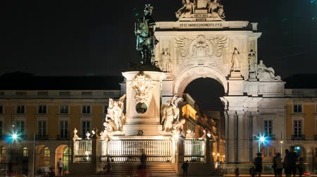 lisboa : 4k night timelaspe of commerce square - Praca do comercio in Lisbon - Portuga Vídeos