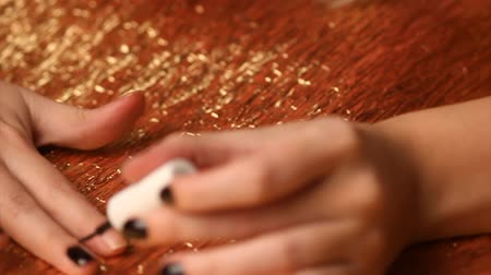 unha : Model painting nails black Stock Footage