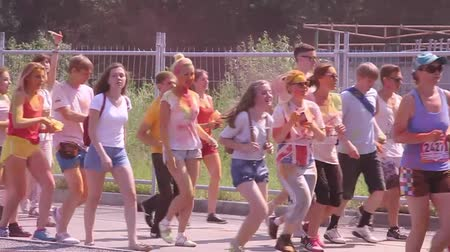 гонка : People running to marathon in the summer the park, an amateur race