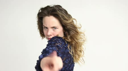 cuidado : Woman showing prohibition gesture