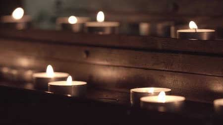 refocus : For the table, for candles. without color correction, close-up.