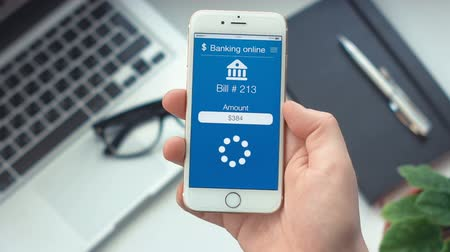 применения : Paying bill on app on bankingthe smartphone