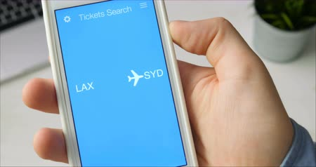 avançar : Booking plane ticket using smartphone application Stock Footage
