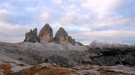 tre : Cime di Lavaredo or Drei Zinnen The Tre Cime di Lavaredo are three distinctive battlement-like peaks, in the Dolomites.