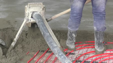 sujo : Working with concrete during the construction of a new home