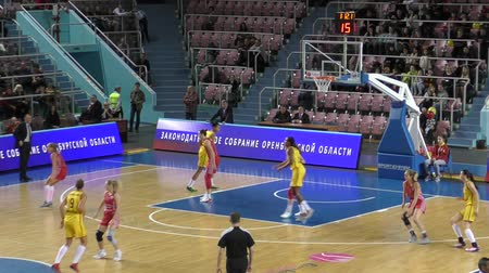 баскетбол : Orenburg, Russia - October 7, 2015: Girls play basketball, team Nadezhda Orenburg and MBA Moscow