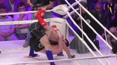 dospělý : Orenburg, Russia - May 27, 2016: The fighters compete in mixed martial arts in the Championship of Russia Dostupné videozáznamy