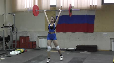 levantamento de pesos : Orenburg, Russia - January 16, 2016: Girls compete in weightlifting at the Open Championship of the Orenburg region Vídeos