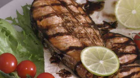 truta : Grilled trout with fresh Greens and vegetables