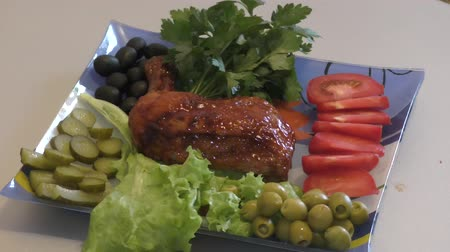 нога : Fried chicken thigh with fresh Greens for lunch Стоковые видеозаписи