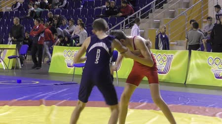 duruş : Orenburg, Russia - January 28, 2016: Boys compete in freestyle wrestling on Championships of Orenburg