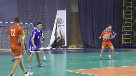 diagrama : Orenburg, Russia - February13, 2018 year: boys play in handball Ivan Ivanovich Neplueva Stock Footage