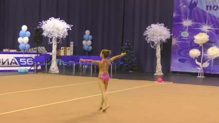 aeróbica : Orenburg, Russia - November 25, 2017 year: girls compete in rhythmic gymnastics for the winter melody-2017. Vídeos