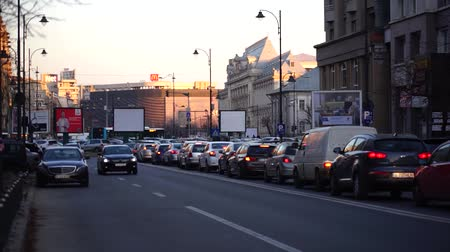строк : Cars in traffic, traffic jam at rush hour in downtown Bucharest, Romania, 2020 Стоковые видеозаписи