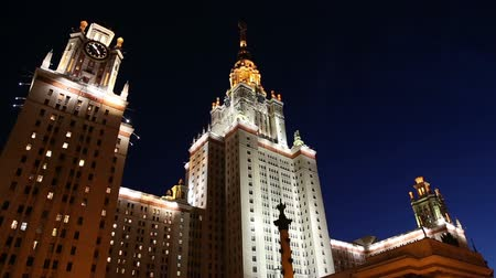 sovyet : Lomonosov Moscow State University (at night), main building, Russia Stok Video