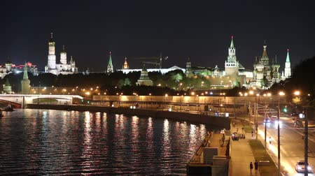 moskwa : Embankment of the Moskva River and the night traffic, Moscow, Russia