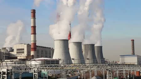 moskwa : Coal burning power plant with smoke stacks, Moscow, Russia