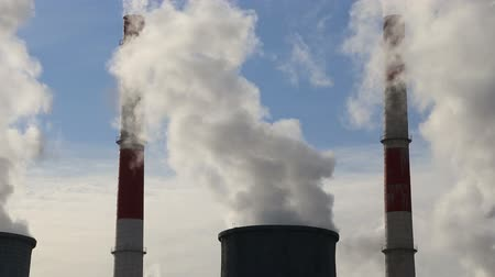 benzin : Smoke stacks at coal burning power plant