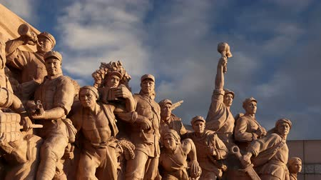 elnök : Revolutionary statues at Tiananmen Square in Beijing, China